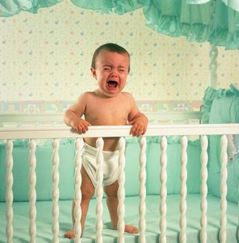 Как реагировать на капризы ребенка до года?